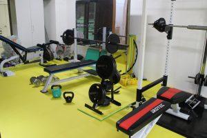 ウエイトトレーニング器具完備